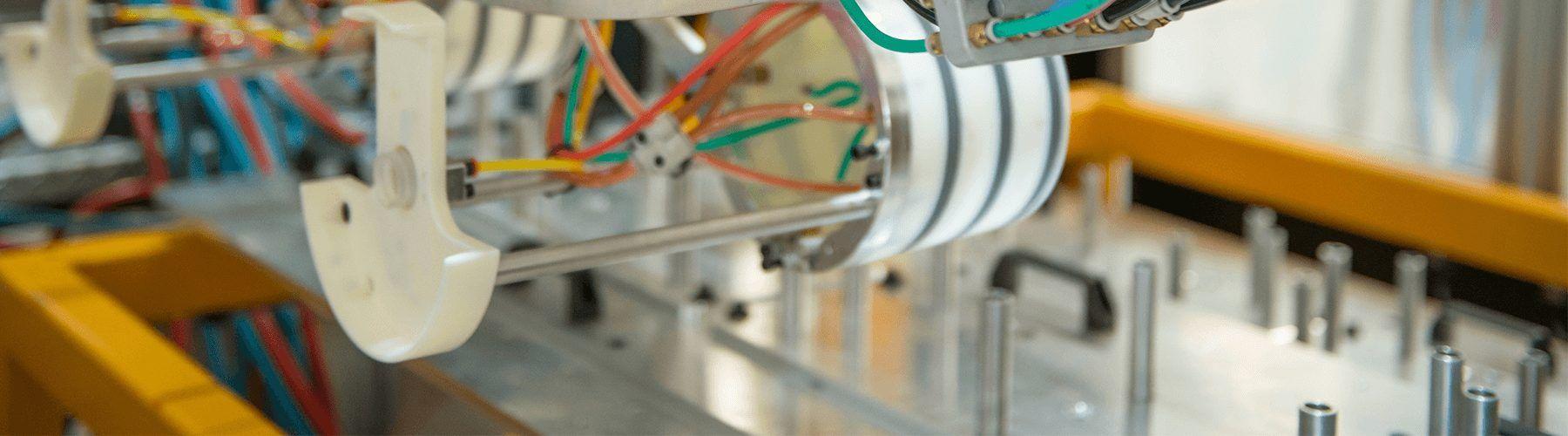 Hybrid IML Robot | IML Solutions | In mold labeling